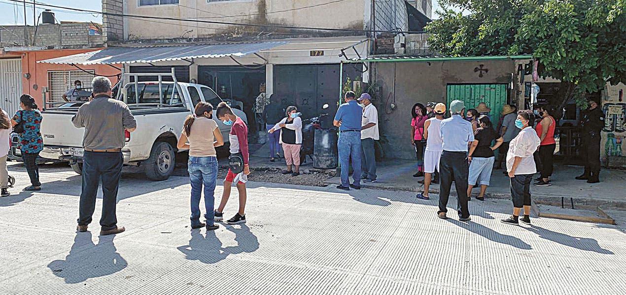 Notifican a comerciantes y vecinos de Yautepec sobre el retiro de obstáculos en la vía pública