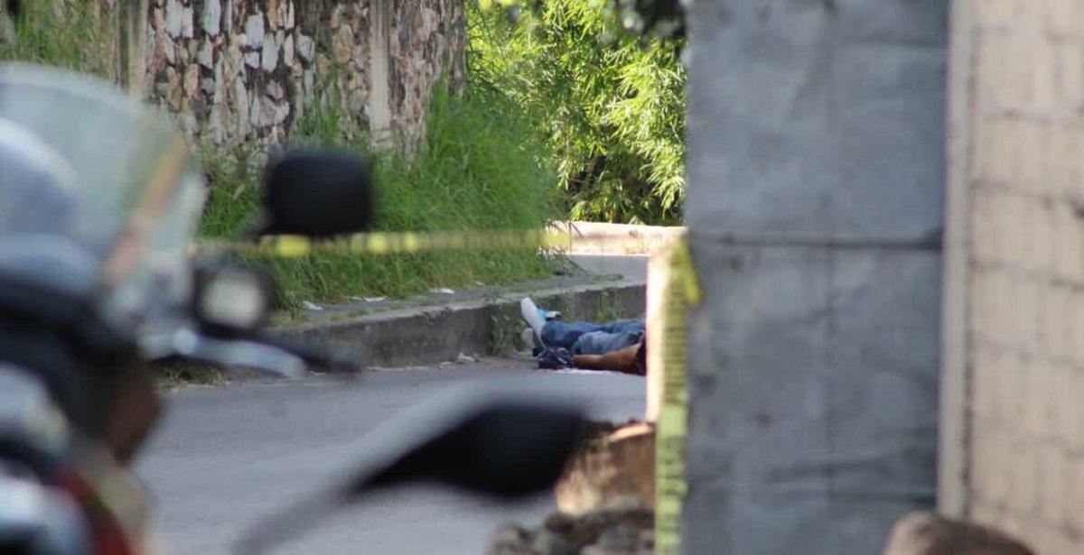 Dos balazos en la cabeza le quitaron la vida a hombre desconocido en la colonia Los Pinos de Jiutepec