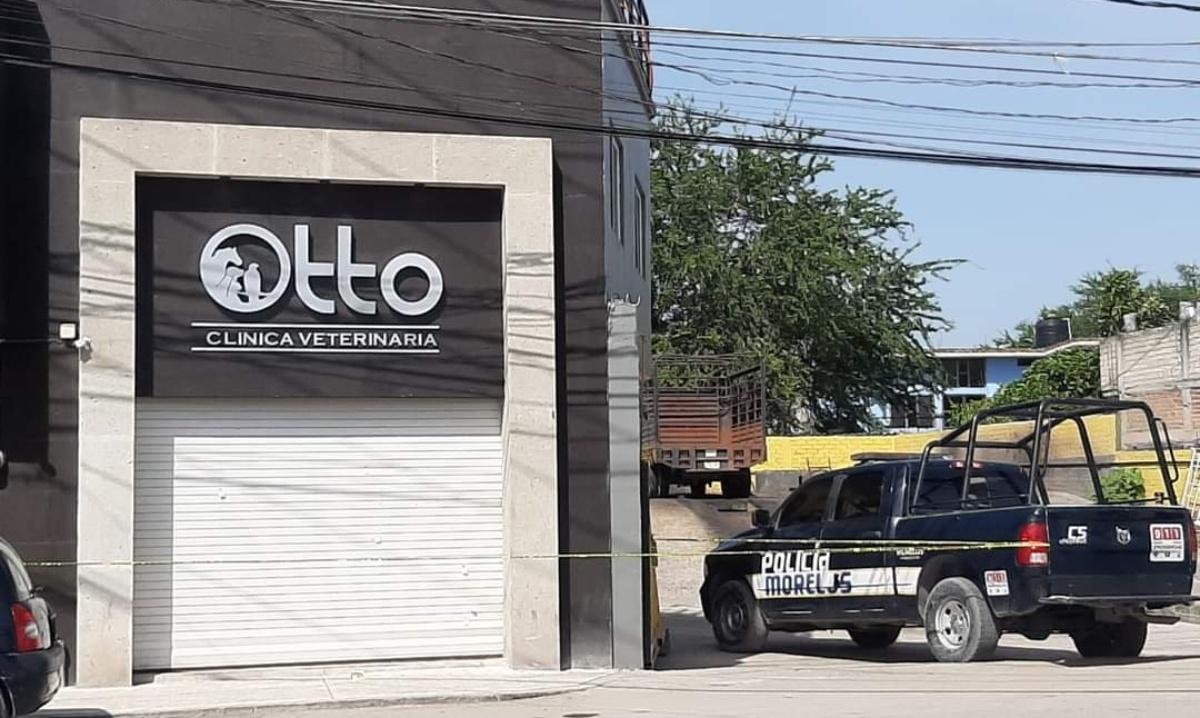 Balean la fachada de una veterinaria cerca de la Unidad Deportiva la Perseverancia de Jojutla
