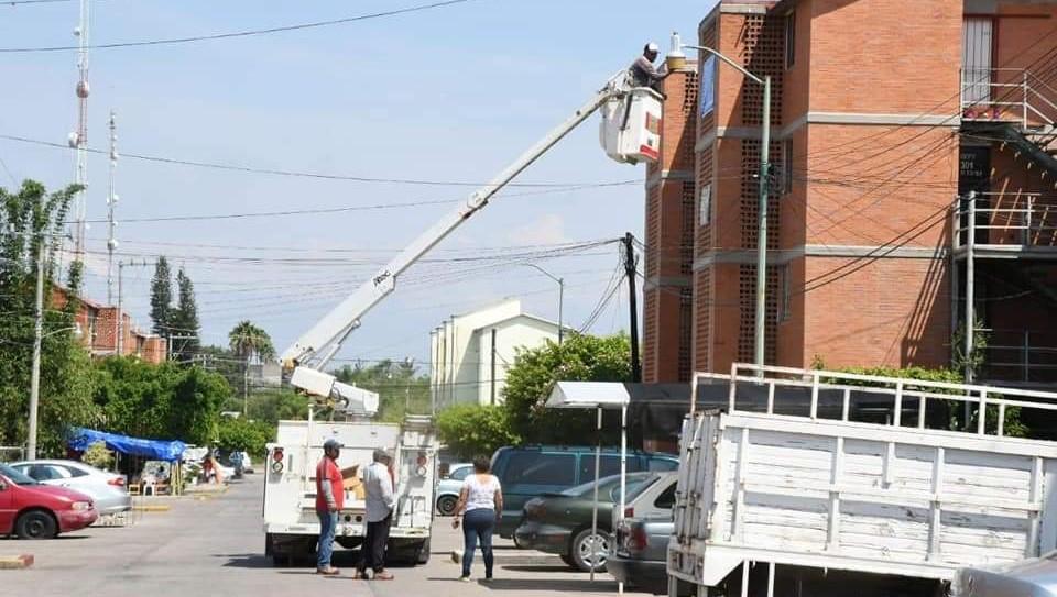 Alcalde de Cuautla realiza cambio de luminarias