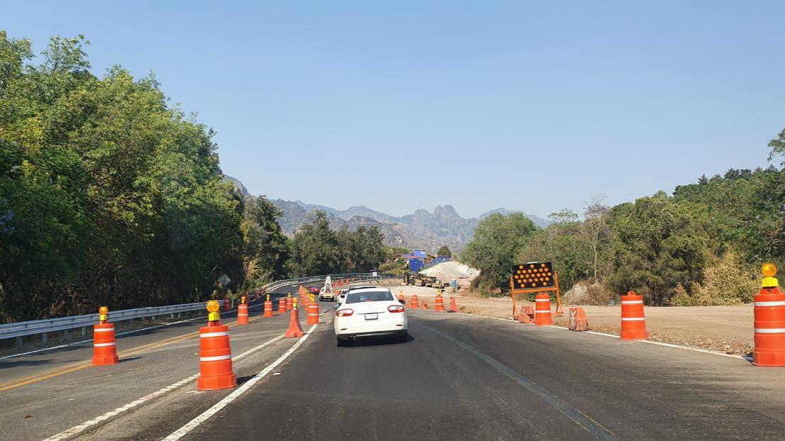 Habilitan carriles provisionales en la carretera La Pera - Cuautla por trabajos de ampliación