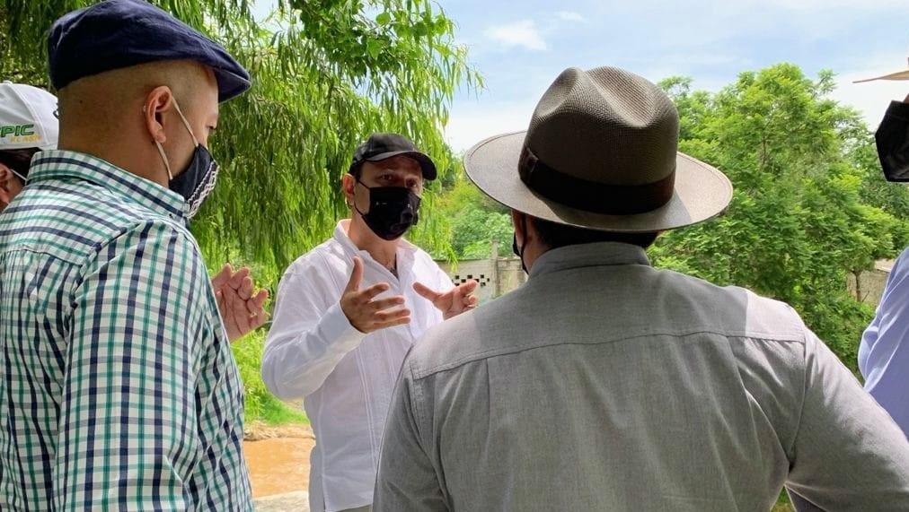 Recorren Rodrigo Arredondo y especialistas los puntos potenciales del Río Cuautla para construir micro-centrales hidroeléctricas