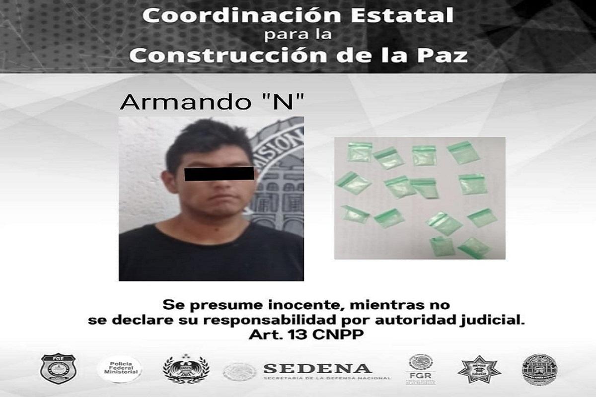 Joven de 22 años detenido por ofrecer droga a menores de edad en cancha de Zacatepec