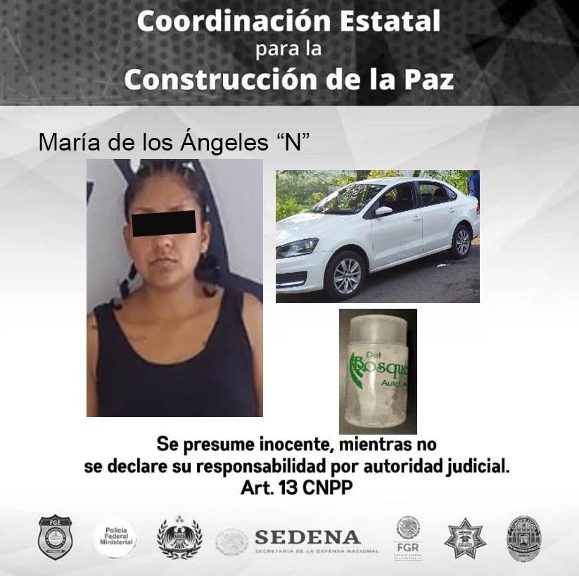 Policía de Morelos detiene a una mujer por robo de automóvil, violencia y posesión de drogas en Miacatlán