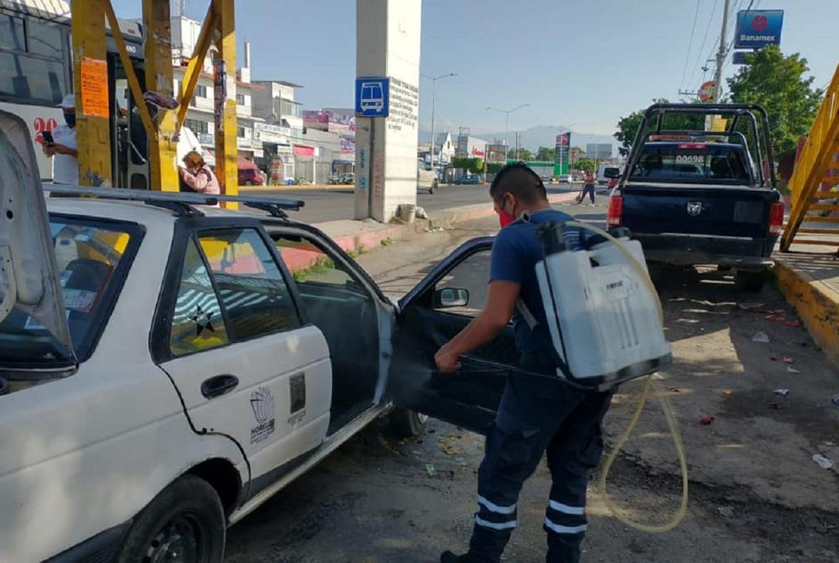 Unidades de transporte público en Temixco son desinfectadas para combatir la propagación del Covid-19
