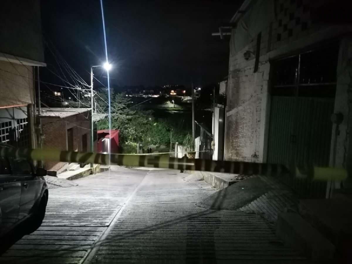Encuentran cuerpo con disparos, maniatado y con un narcomensaje en la colonia Vicente Guerrero de Jiutepec