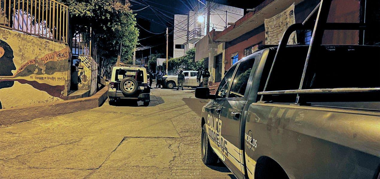 Muere en la calle tras ser atacado a balazos durante la madrugada en la colonia San Miguel en Xochitepec