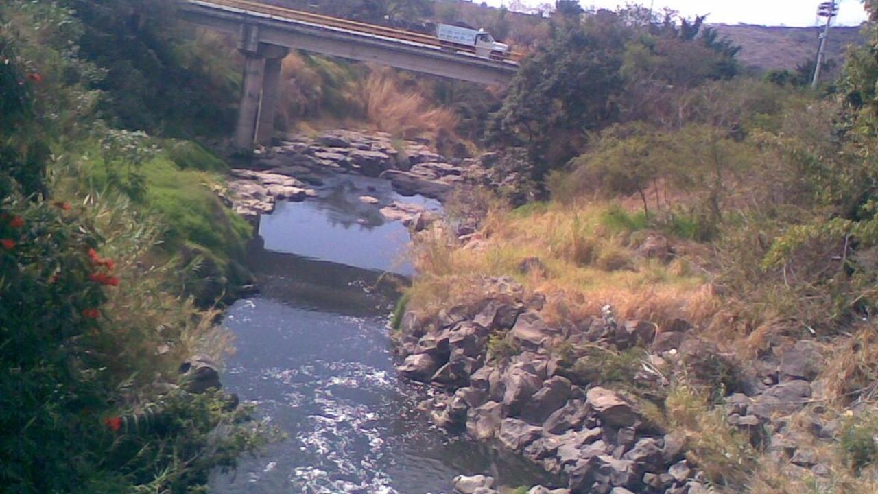Encuentran entre Zacatapec y Jojutla el cadáver de un hombre que habría sido arrastrado por el Río Apatlaco