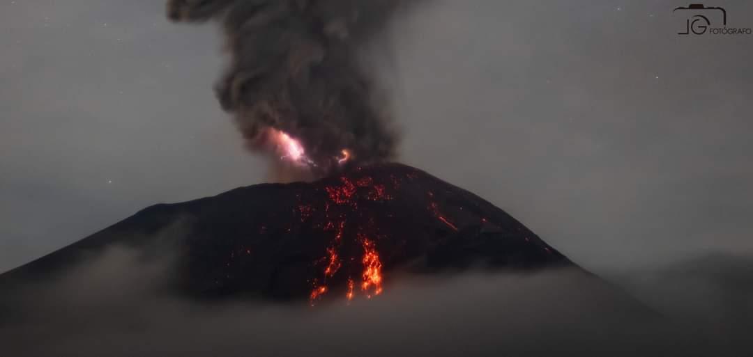 Volcán Popocatépetl registra fuerte explosión con erupción de lava este 17 de septiembre