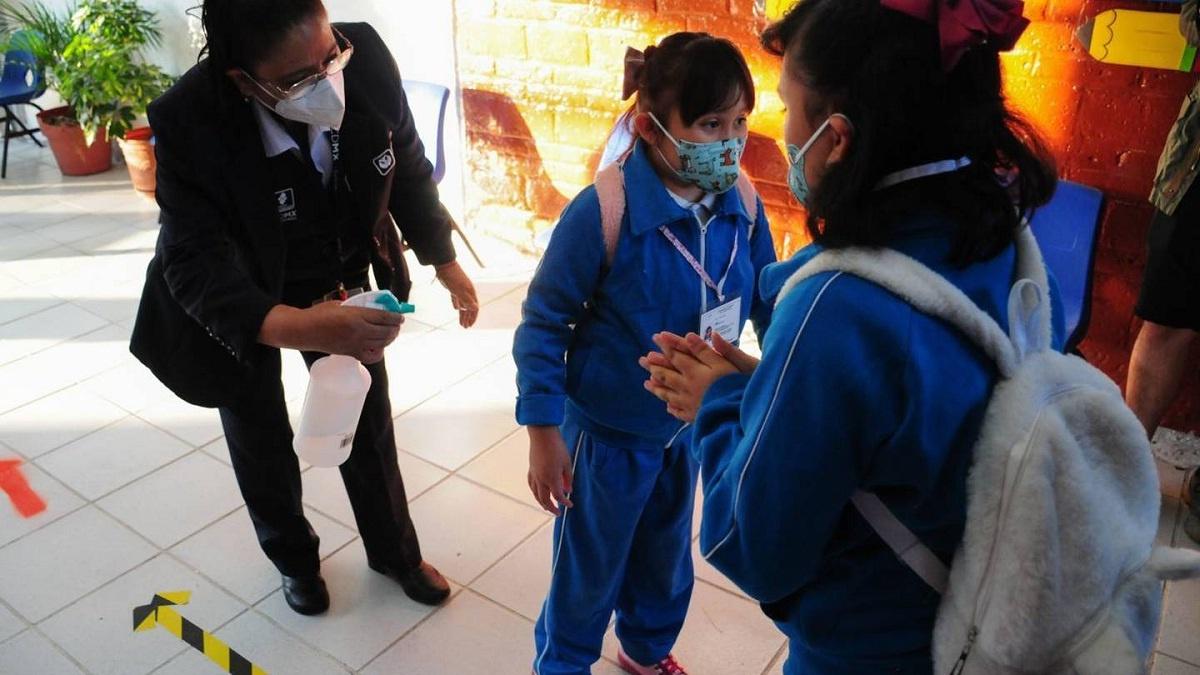 Morelos registra 118 casos de Covid-19 en escuelas del Estado en una semana